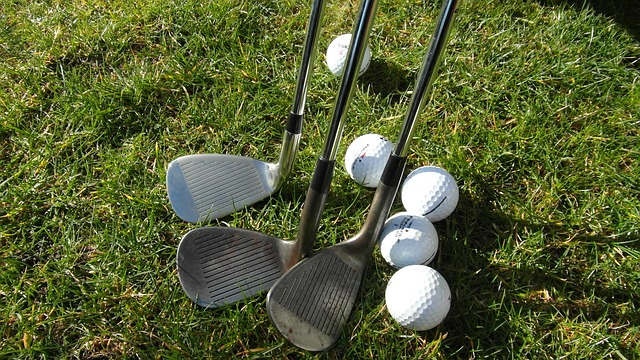 Golfschläger und Golfbälle